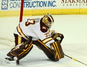 Minnesota-Duluth goalie Kasimir Kaskisuo (photo by Cathy Lachmann/BoB).